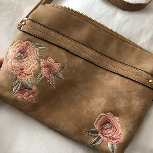 Floral embroidered crossbody bag 🌺